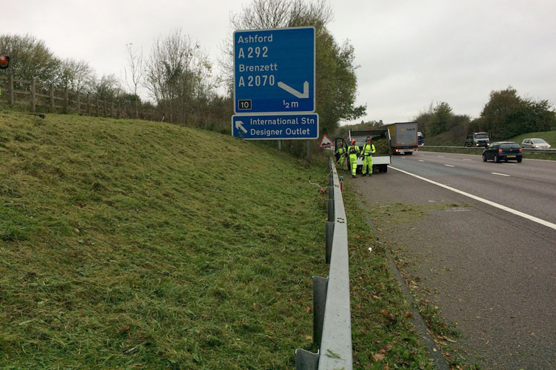 Sensitive Clearance on M20 motorway for Vinci